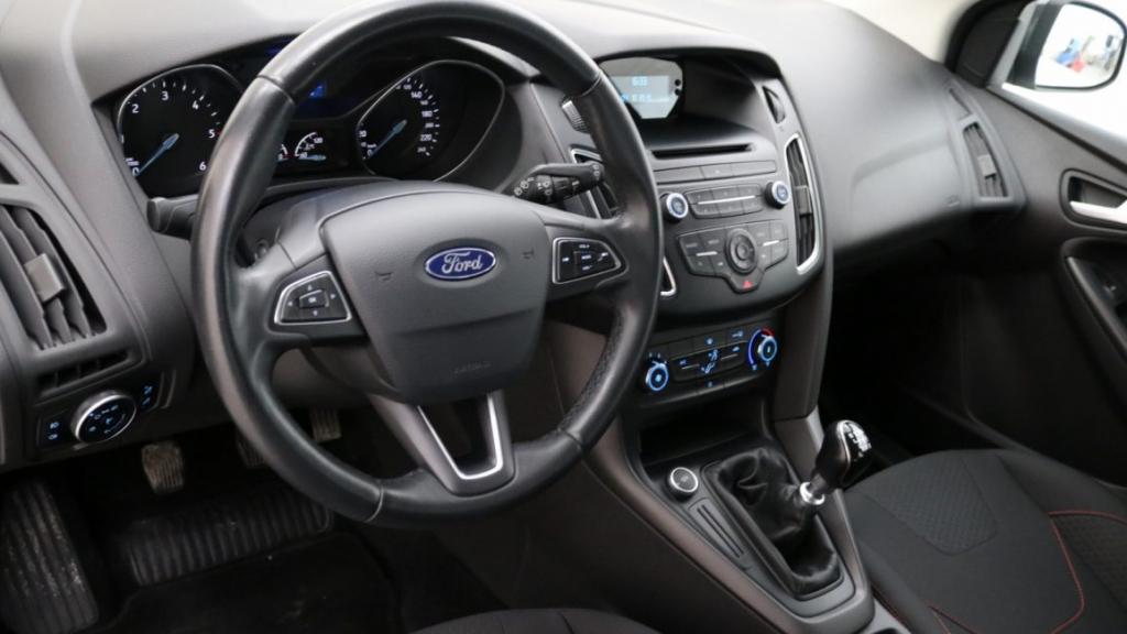 Ford Focus Trend Sport wnętrze