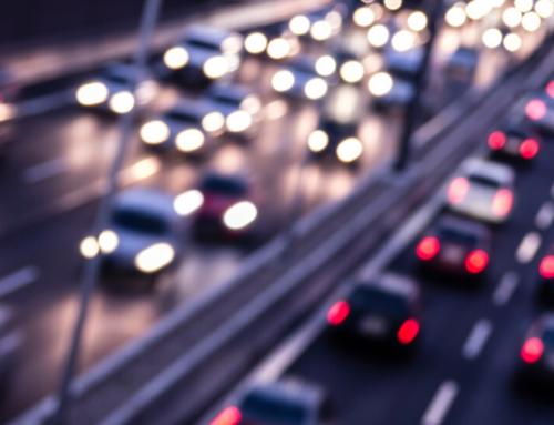 Własne auto bezpieczniejsze niż komunikacja miejska. Skąd je naszybko wziąć?
